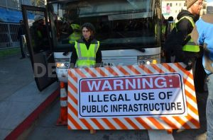 1386632641-gentrification-protest-blocks-google-bus-in-san-francisco_3462184